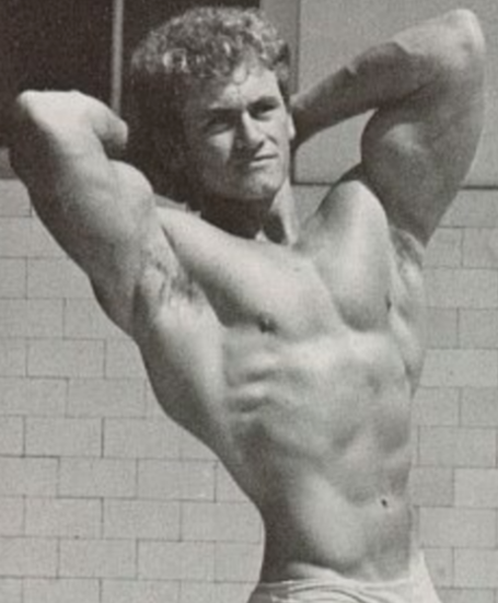 Robert Nailon Twisting V-Taper Bodybuilding Pose